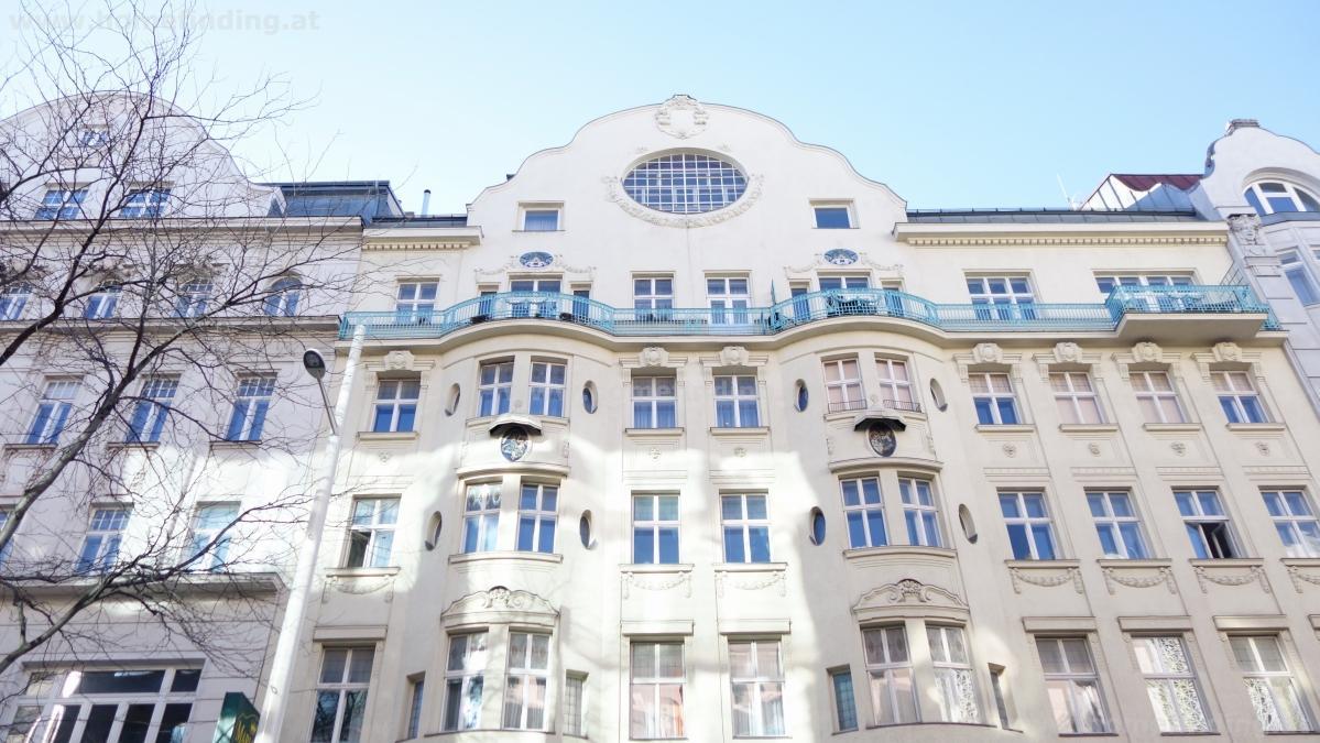 oldstyle apartment next to Mariahilfer Straße