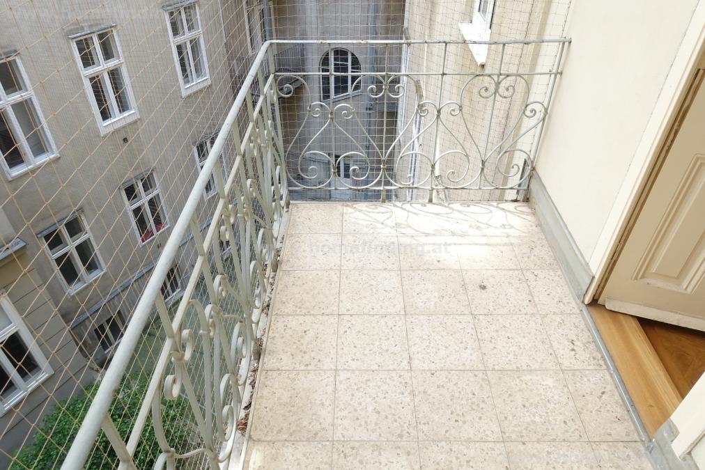 Naschmarkt-Nähe: Altbauwohnung mit 3 Balkonen