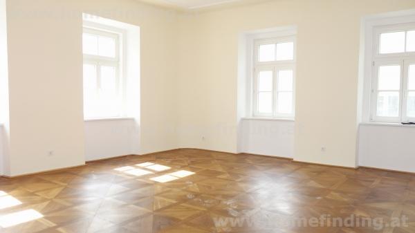 close to Stadtpark: spacious 5 room apartment