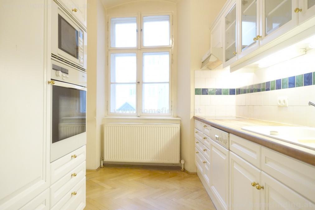schöne Palaiswohnung - 2 Zimmer - unbefristet