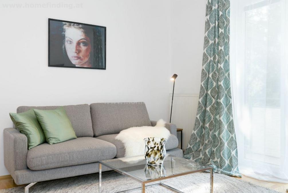möbliert: 3 Zimmer Altbauwohnung mit Balkon