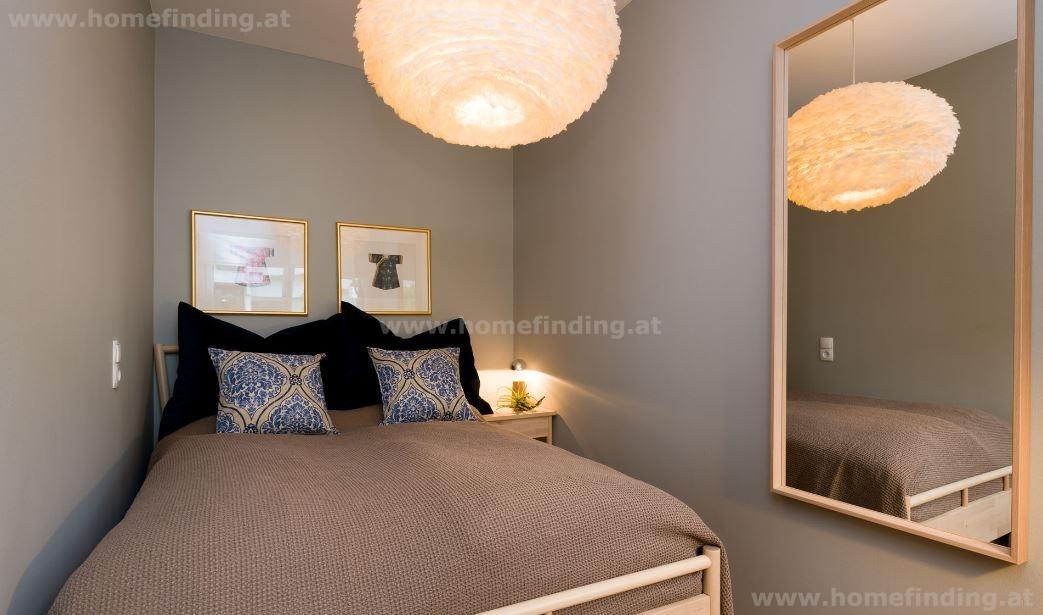 möbliert: 2 Zimmer Altbauwohnung mit Balkon