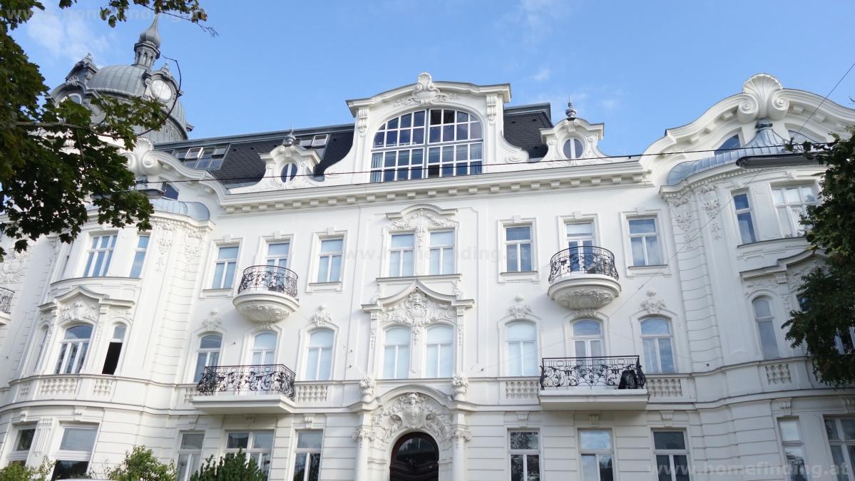 5-Zimmer-Altbauwohnung mit 2x Balkon