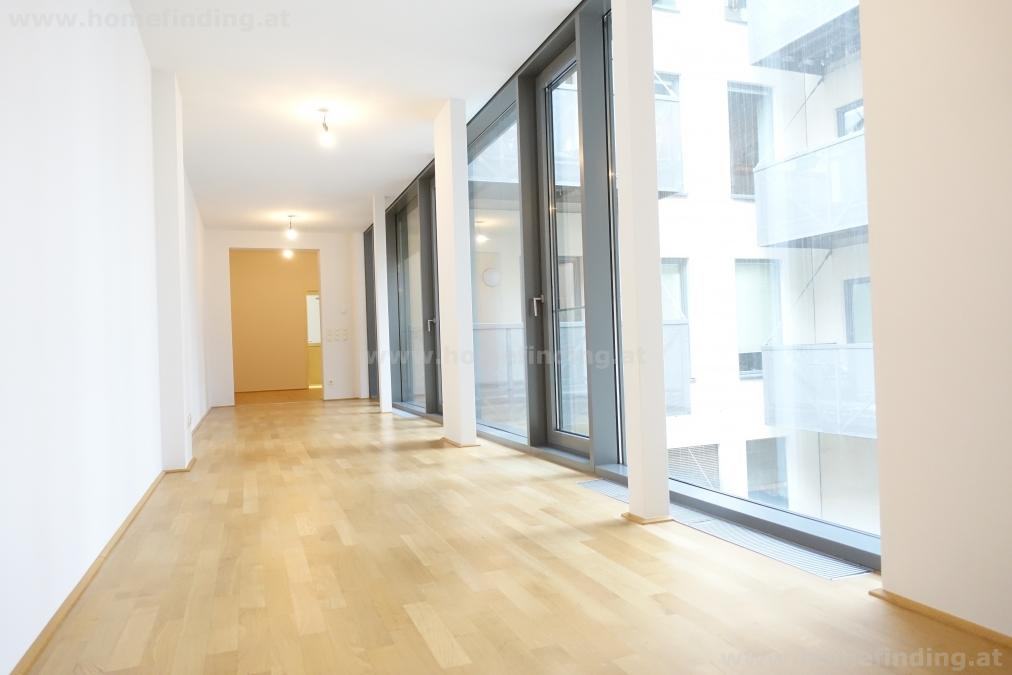 Neubaugasse: Balkonwohnung, 2 Zimmer, Altbau